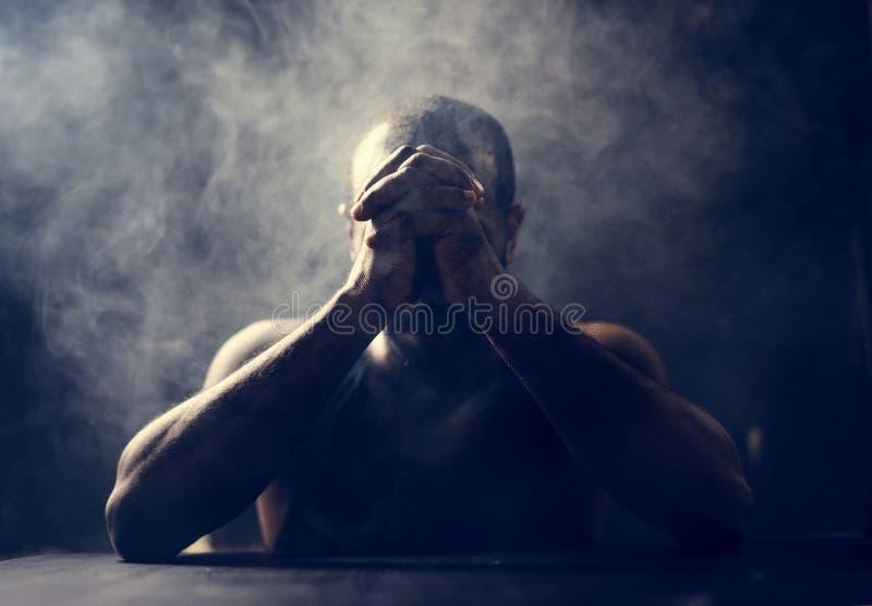 Разнообразный всход эмоции депрессии людей стоковые фото