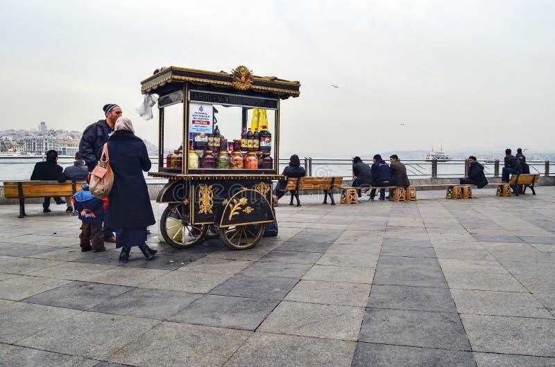 Разносчик, традиционные турецкие соленья различных плодоовощей и veget стоковые фото