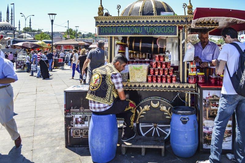 Разносчик, традиционные турецкие соленья различных плодоовощей и veget стоковое фото rf