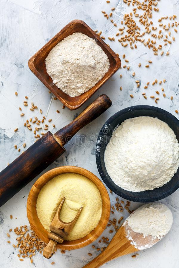Разные виды зерна пшеничной муки и пшеницы стоковые фотографии rf
