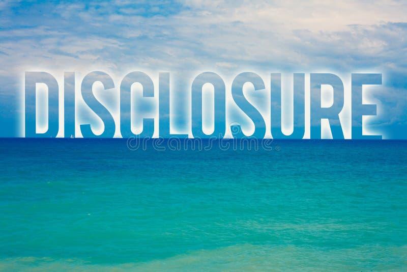 Разоблачение текста сочинительства слова Концепция дела для действия делать новое или секретное wa пляжа конфиденциальной информа стоковые изображения rf