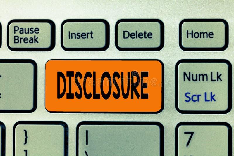 Разоблачение текста сочинительства слова Концепция дела для действия делать нового или секретная известной конфиденциальной инфор стоковое фото rf
