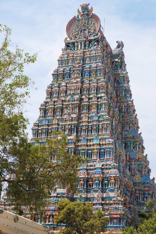 Разработанно высекаенное и украшенное ворот индусского виска стоковое изображение rf