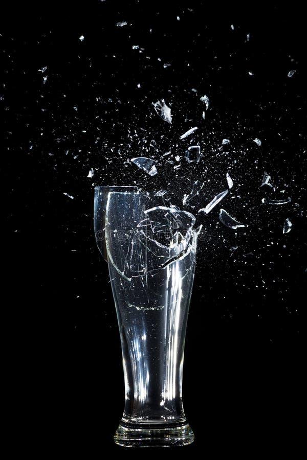 Разрушать выпивая стекло стоковые изображения rf