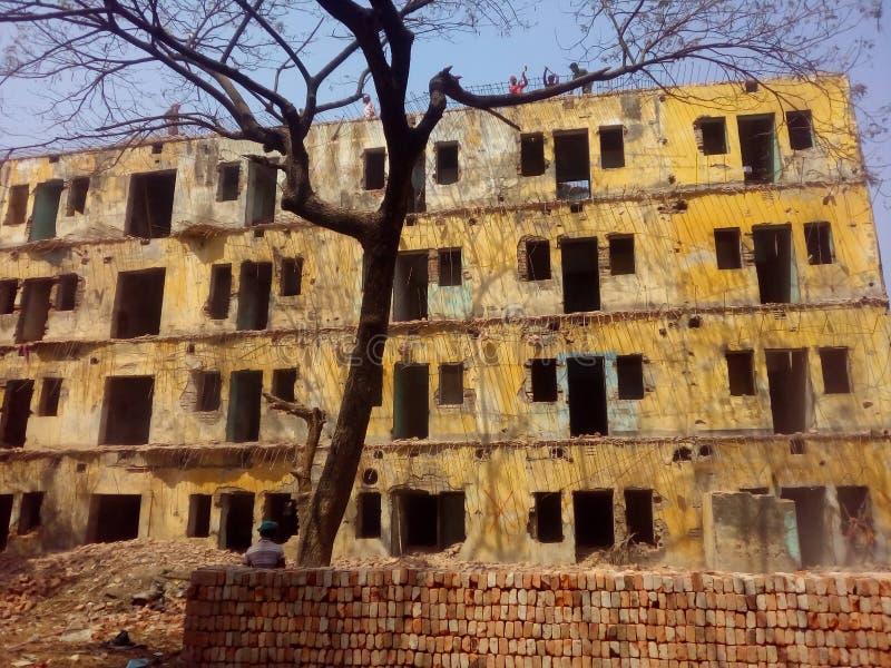 Разрушая здание стоковые изображения rf
