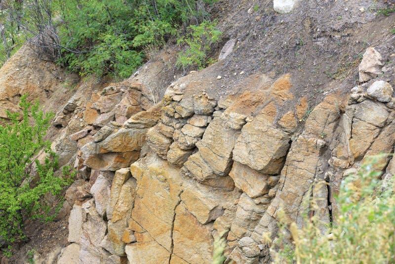 Разрушение почв после сильных дождей на склоне холма стоковая фотография rf