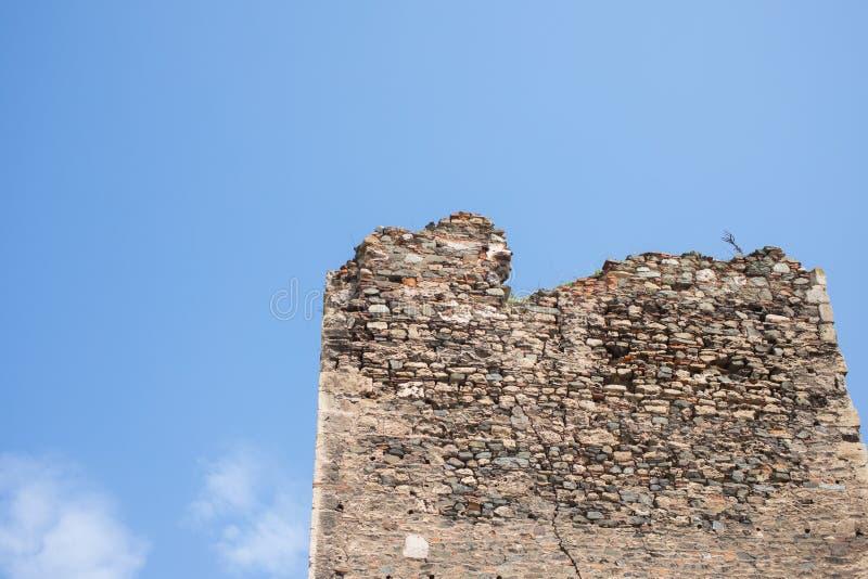 Разрушенная башня средневековой крепости в Smederevo, Сербии, на побережье Дуная стоковые изображения rf