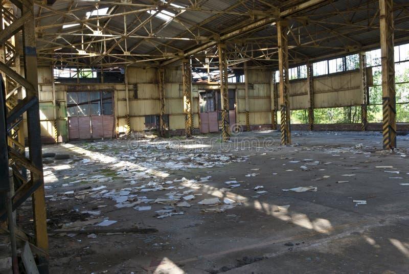 разрушенная забытая мастерская стоковые фото