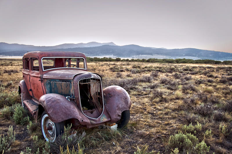разрушенное ржавое автомобиля стоковые фото