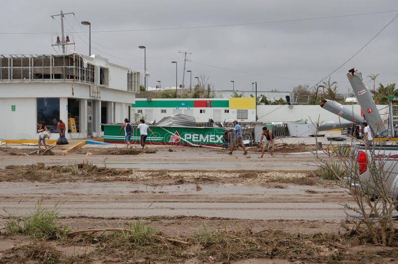 Разрушенное gazstation ураганом Odile стоковые фотографии rf