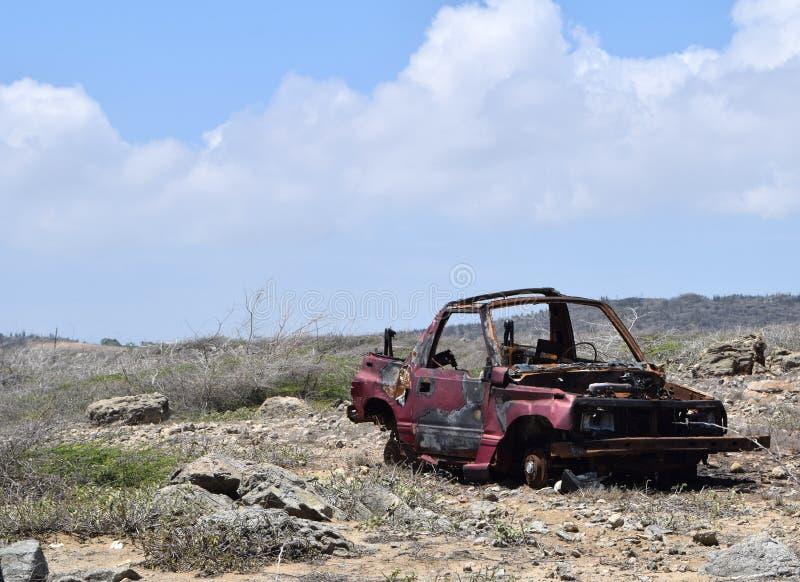 Разрушенный виллис в пустыне Аруба стоковое изображение
