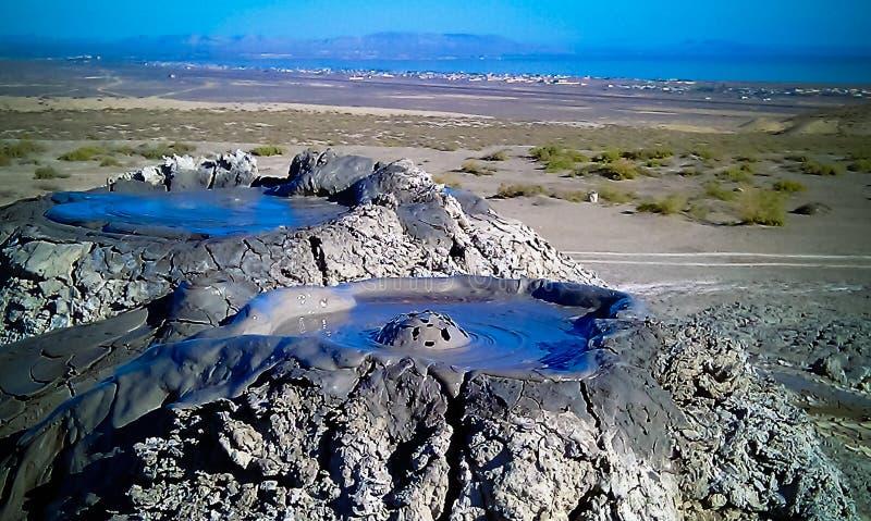 Разрывать вулканы грязи пузыря, qobustan в Азербайджане стоковые фото