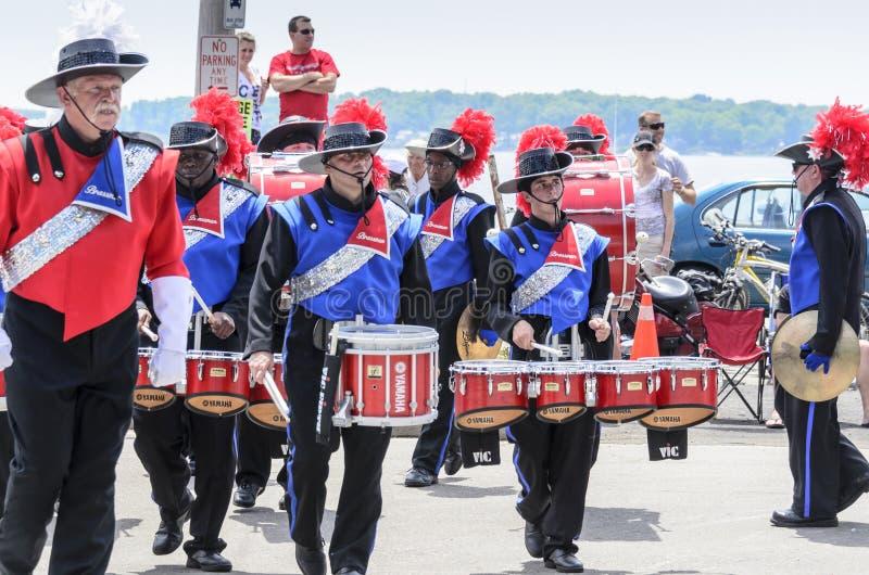 Раздел барабанчика военного оркестра стоковое фото rf