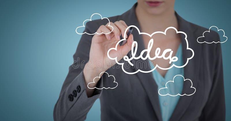 Раздел бизнес-леди средний с ручкой и белая идея doodle против голубой предпосылки стоковая фотография rf