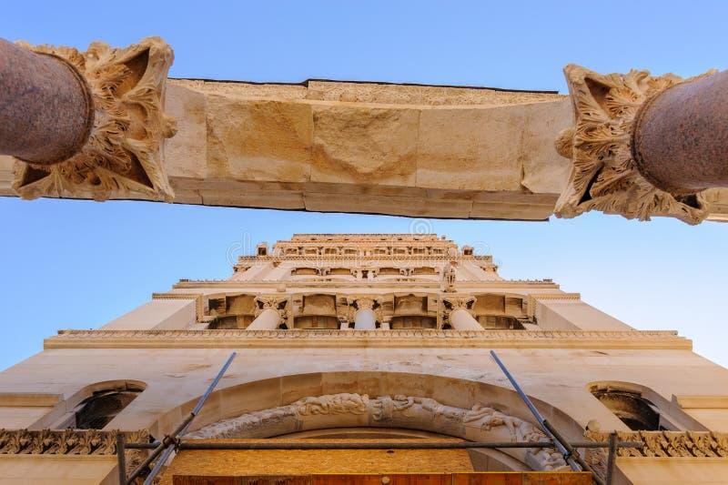 Разделение, Хорватия Peristyle и колокольня стоковое изображение