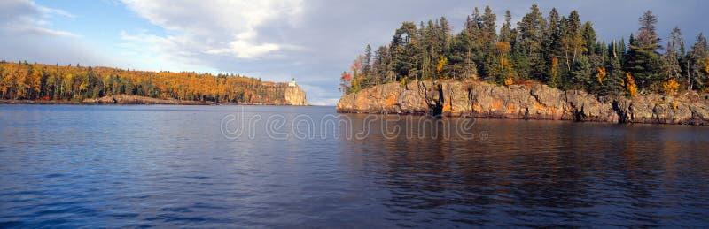 Разделенный маяк от 1905, Lake Superior утеса, Минесота стоковое изображение rf