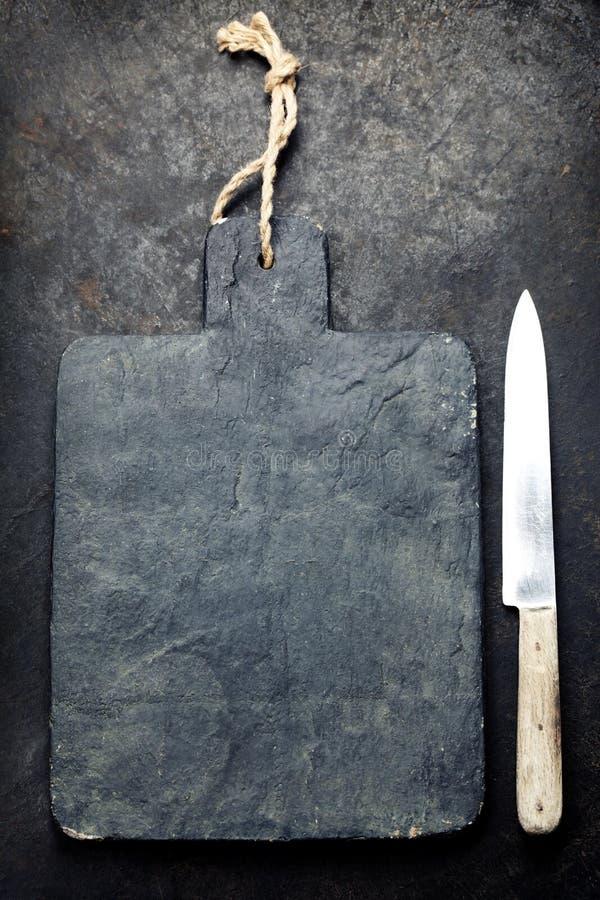 Разделочная доска и нож шифера стоковые фото