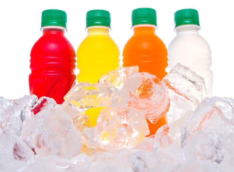 Разлитый по бутылкам фруктовый сок выпивает II стоковое изображение