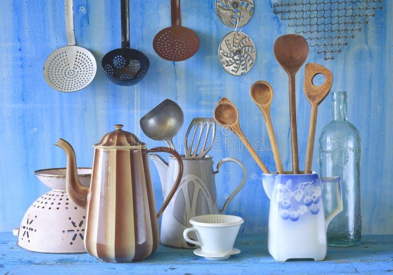 Различные винтажные утвари кухни стоковые изображения rf