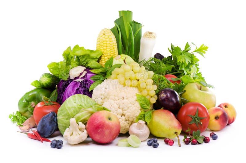 Различные виды овощей, плодоовощ, пряных трав и ягоды стоковая фотография rf