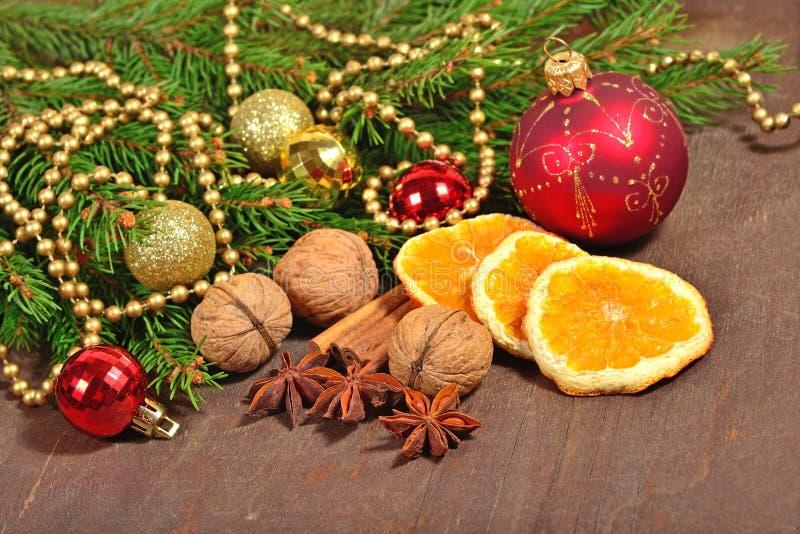 Различные виды специй, гаек и высушенных апельсинов, рождества декабря стоковые изображения rf