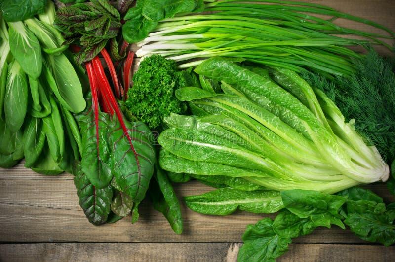 Различные густолиственные овощи стоковая фотография