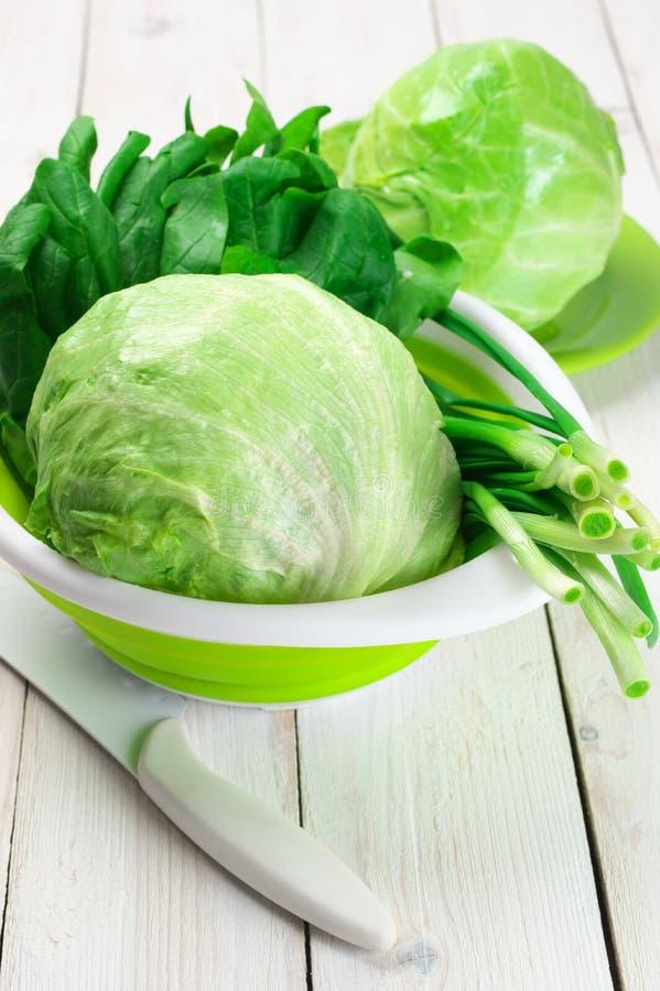 Различные зеленые овощи стоковые изображения