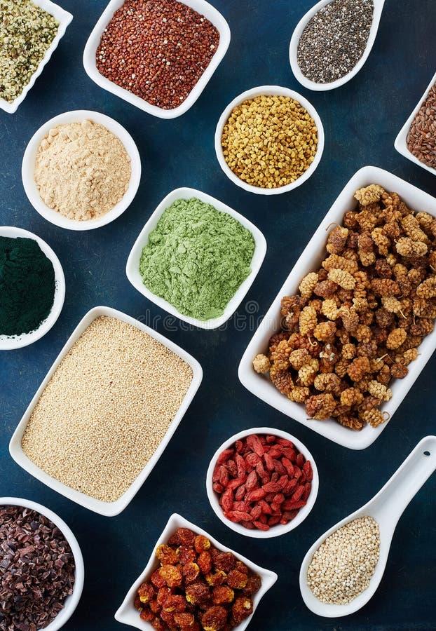 Различные здоровые superfoods стоковое изображение rf