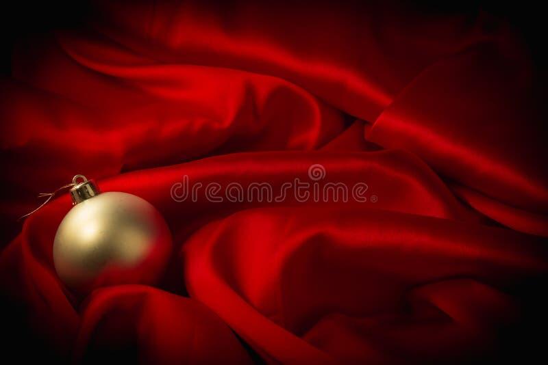 Download Различные игрушки на пламенистой красной предпосылке на Новый Год Стоковое Изображение - изображение насчитывающей приветствия, тип: 81806829