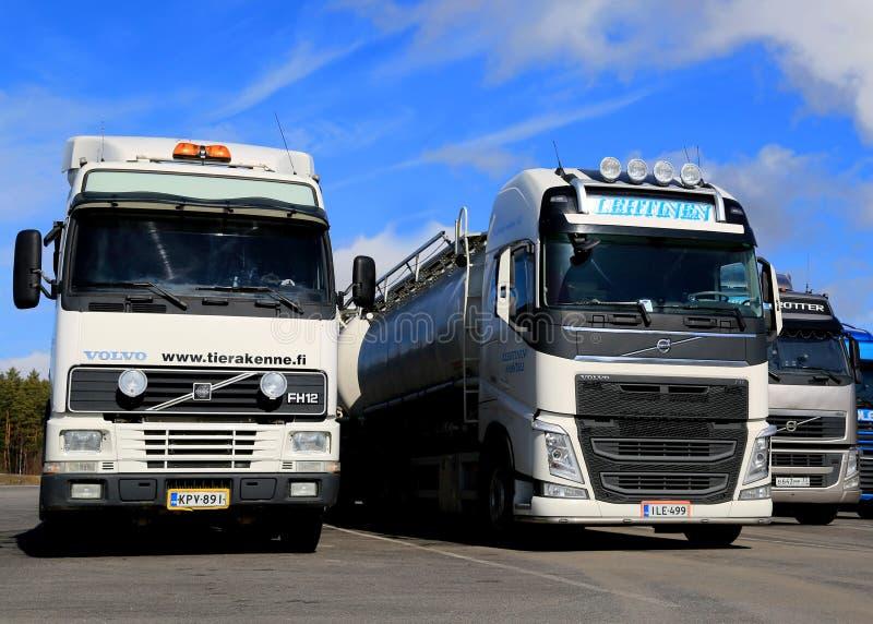 Различные поколения тележки Volvo FH припаркованной в ряд стоковое фото