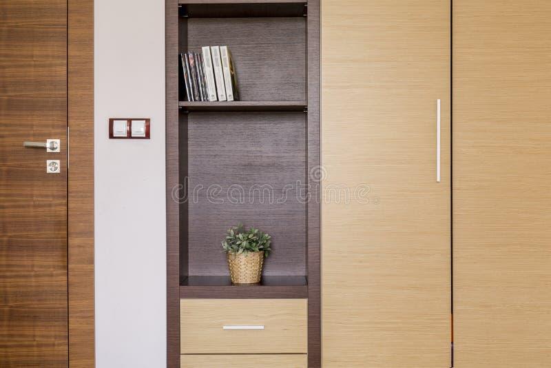 Различные тени коричневого цвета в оформлении комнаты стоковое фото