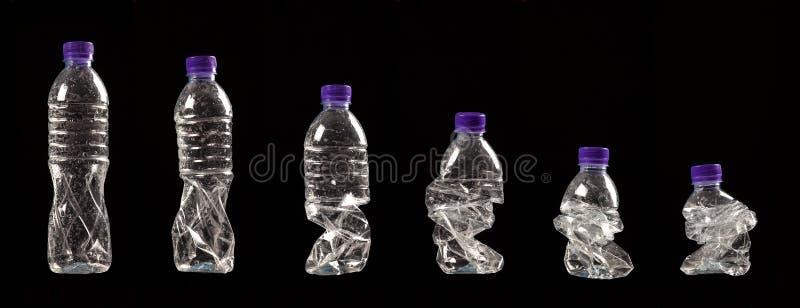 Различные шаги обжимать пластичную бутылку стоковое изображение