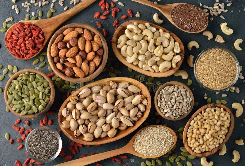 Различные superfoods на серой предпосылке стоковое изображение