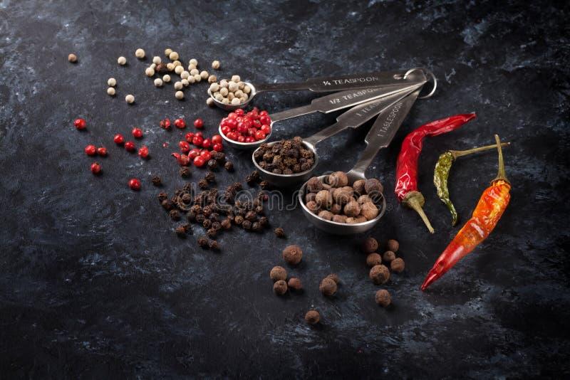 Различный перец перчинки и chili стоковое фото rf