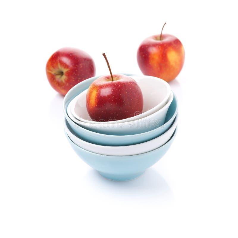 Download Различный чистый изолированные шар и красные яблоки, Стоковое Фото - изображение насчитывающей плодоовощ, kitchenware: 40590618
