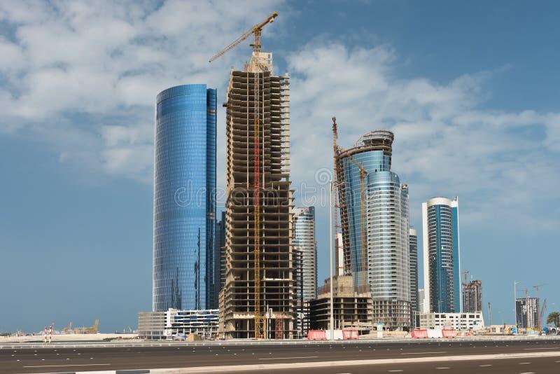 Район Абу-Даби новый с конструкцией небоскребов стоковое фото