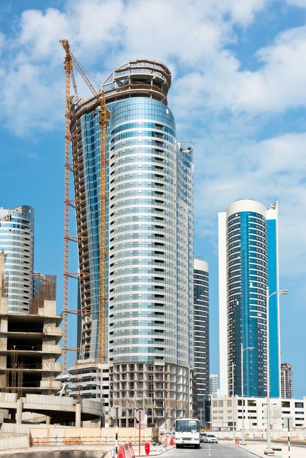 Район Абу-Даби новый с конструкцией небоскребов стоковая фотография