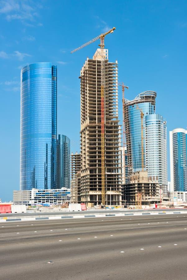 Район Абу-Даби новый с конструкцией небоскребов стоковое изображение rf