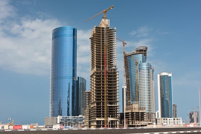 Район Абу-Даби новый с конструкцией небоскребов стоковые изображения
