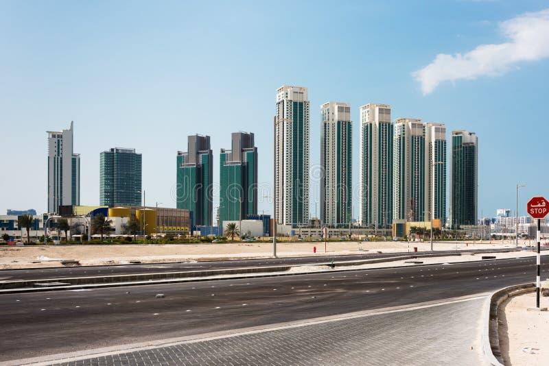 Район Абу-Даби новый с небоскребами арабские соединенные эмираты стоковые фотографии rf