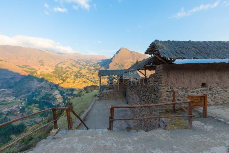 Район Перу Qanchis Raqay археологических раскопок Pizac стоковые изображения