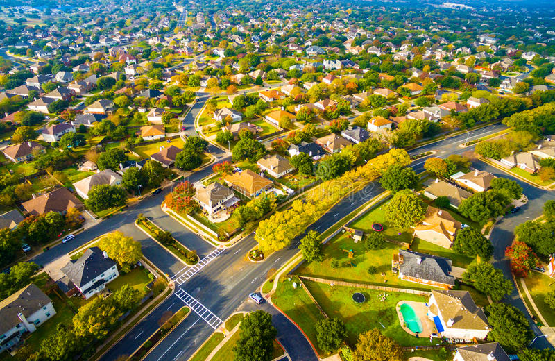Район современного плана пригородный вне вида с воздуха Остина Техаса стоковая фотография