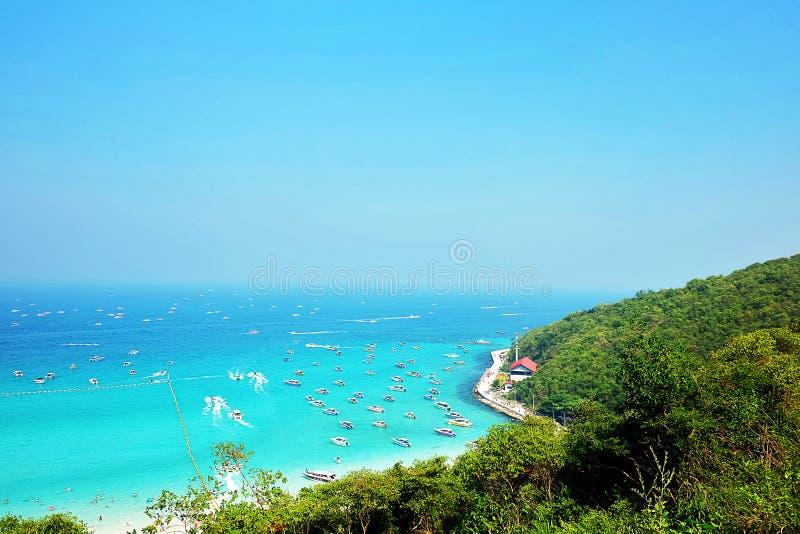 Рай голубого неба моря острова стоковое изображение rf