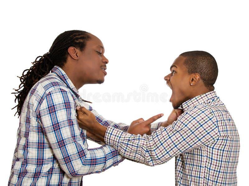 драка Сердитые люди кричащие на одине другого стоковые фотографии rf