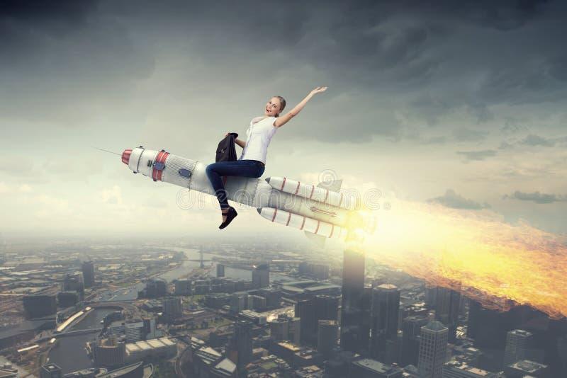 Ракета катания женщины Мультимедиа стоковое фото rf