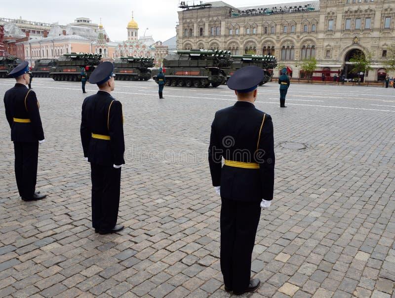 Ракетные комплексы противовоздушной обороны ` ` BUK-M2 во время воинской репетиции парада на красной площади в честь дня победы стоковые фотографии rf