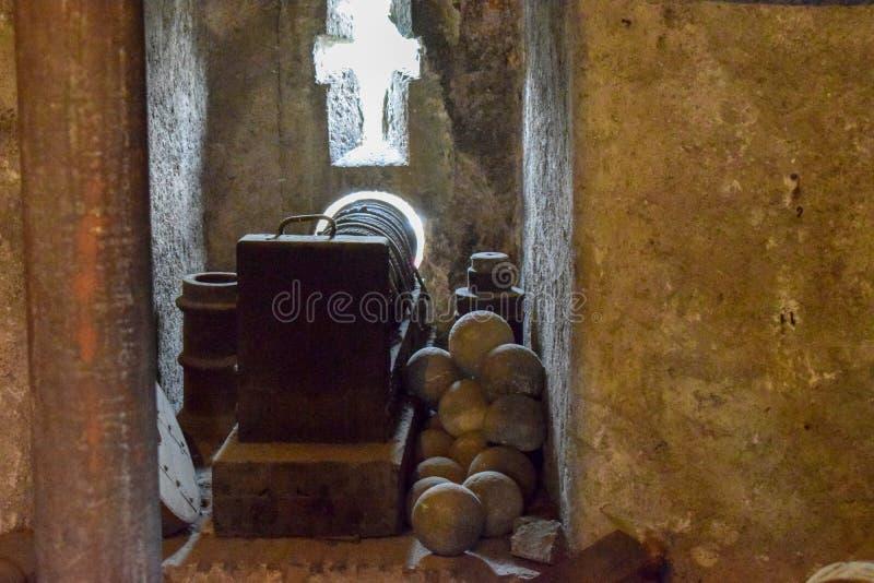 """Ракеты для римских карамболей на музее замка Италии Sant """"Angelo стоковое фото"""