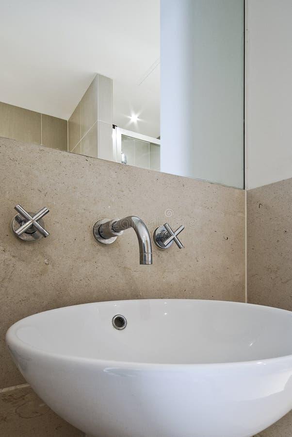 раковина ванной комнаты керамическая стоковая фотография rf