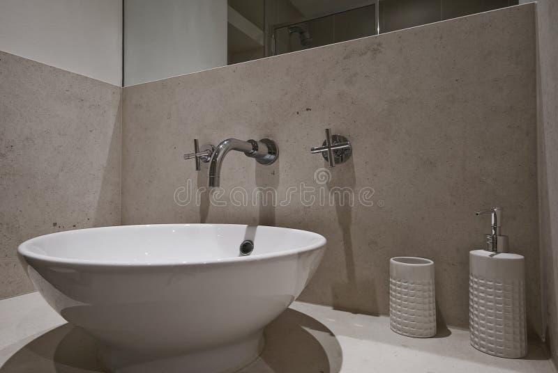 раковина ванной комнаты керамическая стоковые изображения rf
