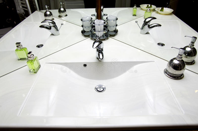 Раковина комнаты ванны стоковая фотография rf